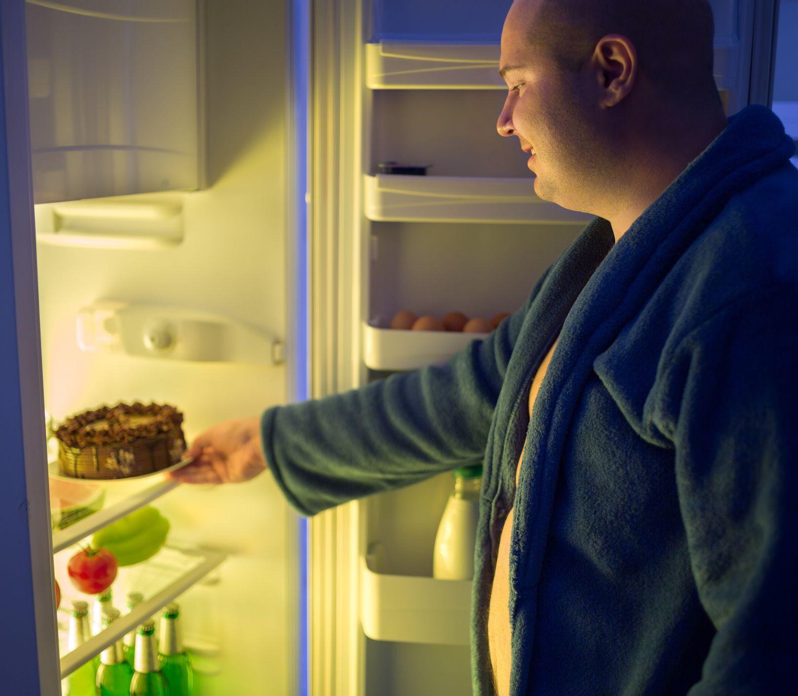 Patríte k nočným vyjedačom chladničky? Týchto pochúťok sa báť nemusíte!