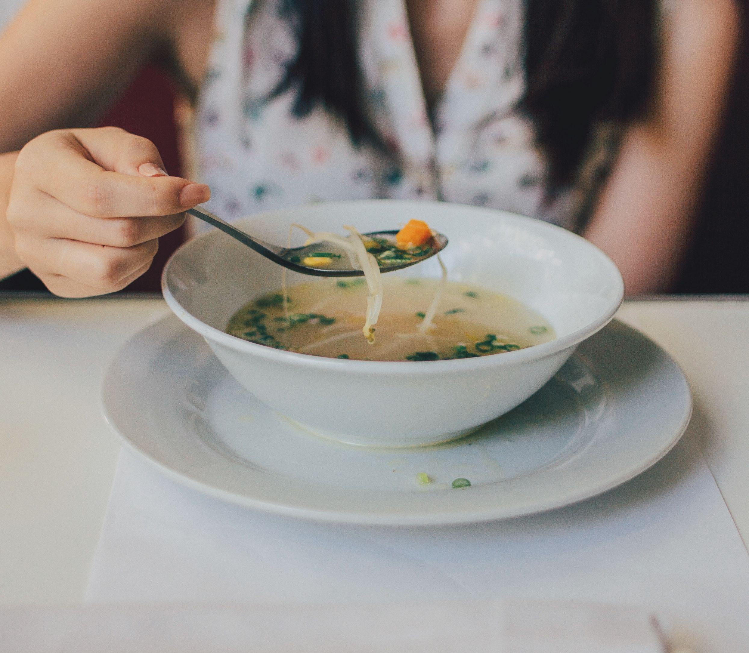 Skvelý pri chorobe aj diéte: V čom spočíva mágia vývaru?