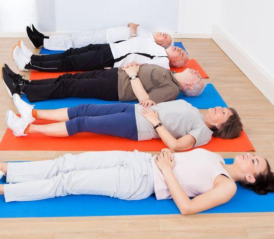 Nový druh jógy pomáha pri problémoch so spánkom: Stačí nehybne ležať a nezaspať