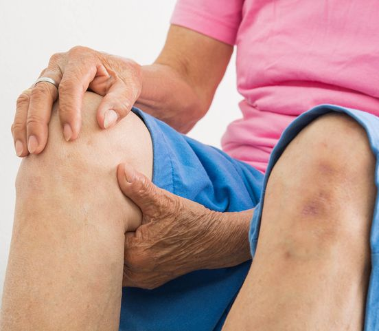 Pri ochoreniach kostí a kĺbov vám pomôže cvičenie: Pozor však na niektoré pohyby