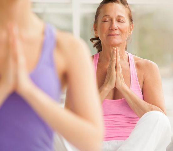 Ľudí bežné cvičenie omrzelo: Šport či jógu chcú vykonávať na absurdných miestach