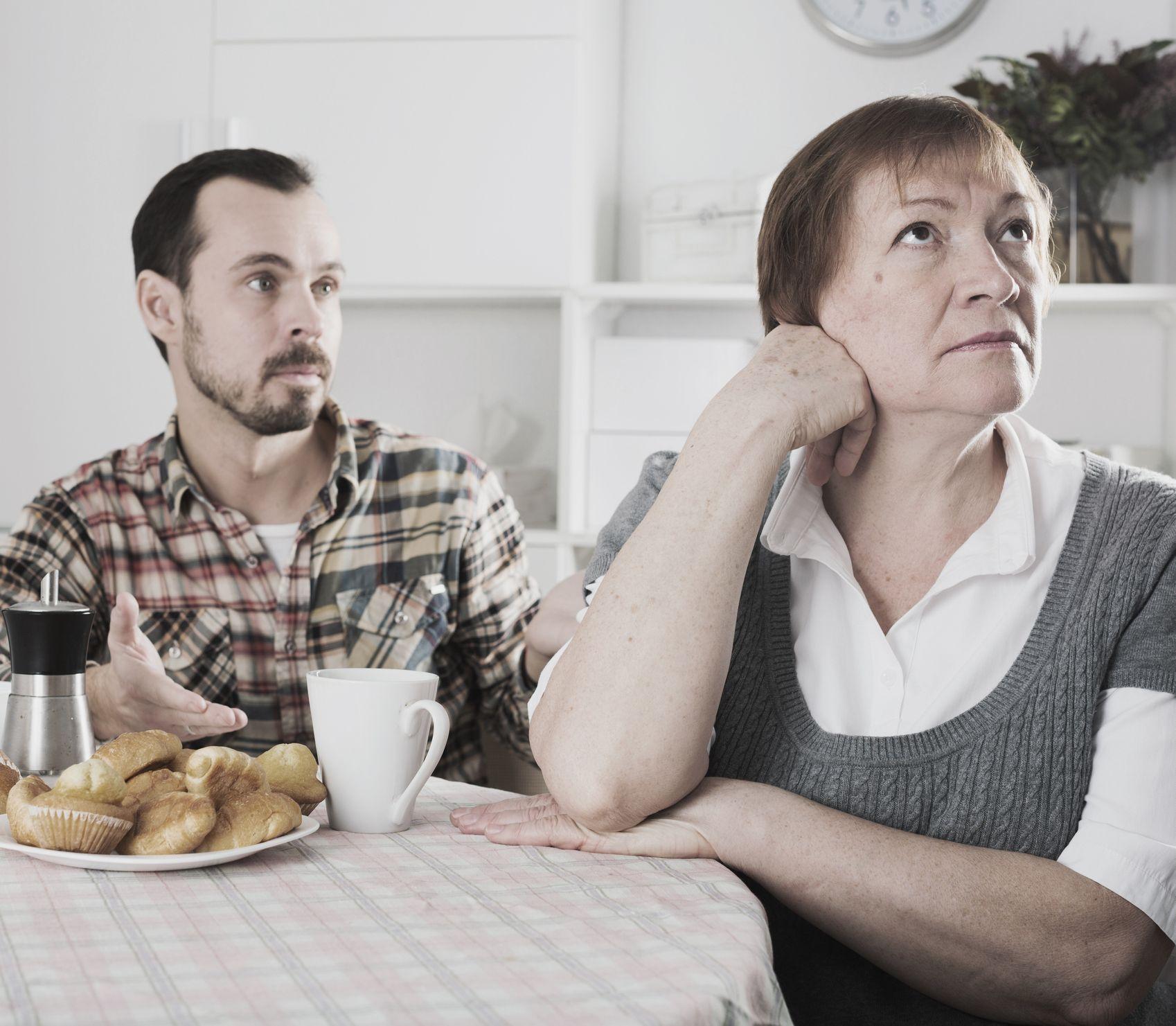 Po rokoch sa situácia otočila: Ako si poradiť s tvrdohlavým starnúcim rodičom?