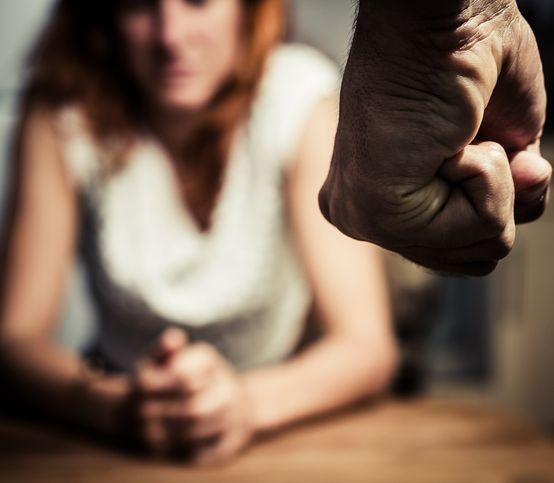 Keď doma vládne strach: Čo robiť, ak vás vaša polovička týra na tele či na duši?