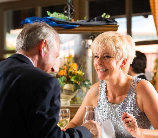 Nadväzovanie vzťahov po päťdesiatke: Kedy áno a kedy radšej nie?