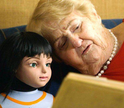 Robot špeciálne pre osamelých seniorov: Usmieva sa, spieva či mračí