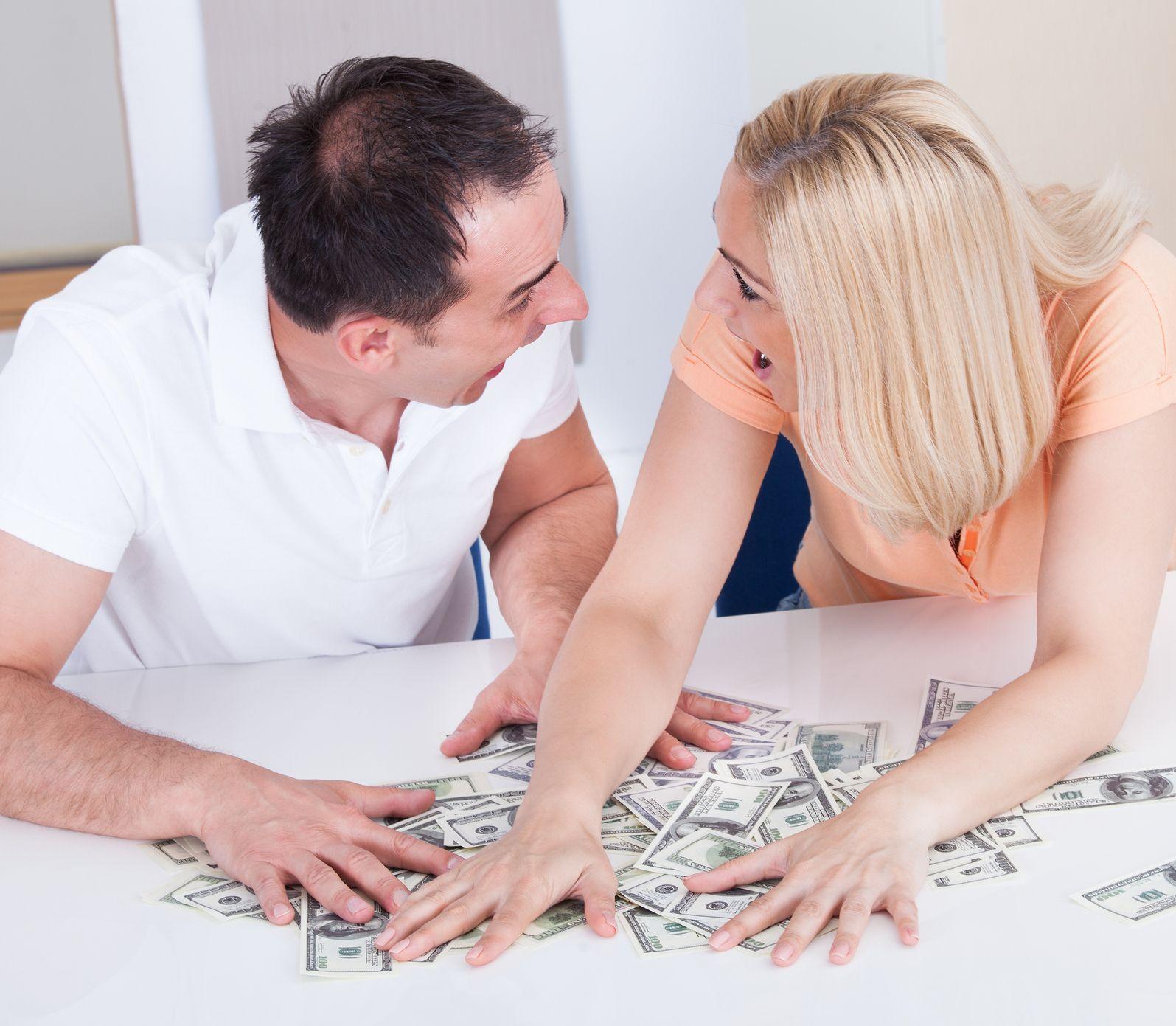 Vyhnite sa tichej domácnosti: Ako sa správne rozprávať o peniazoch či sexe?