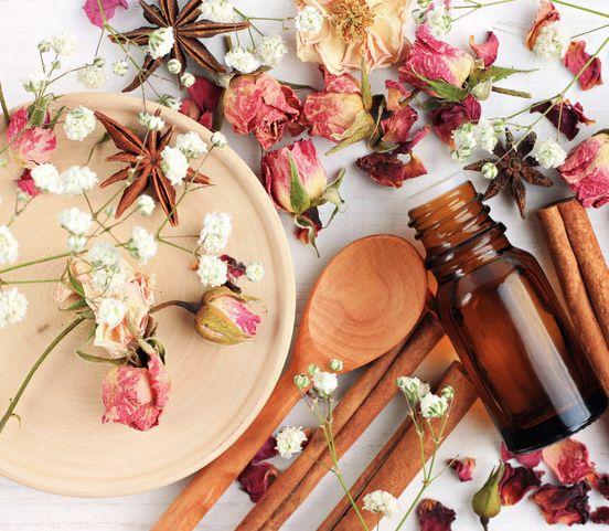 Keď vám nesedia parfumy z obchodov: Skúste si vyrobiť vlastný