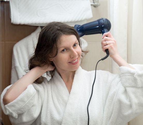 Máte polámané a zničené vlasy? Tu sú možné príčiny