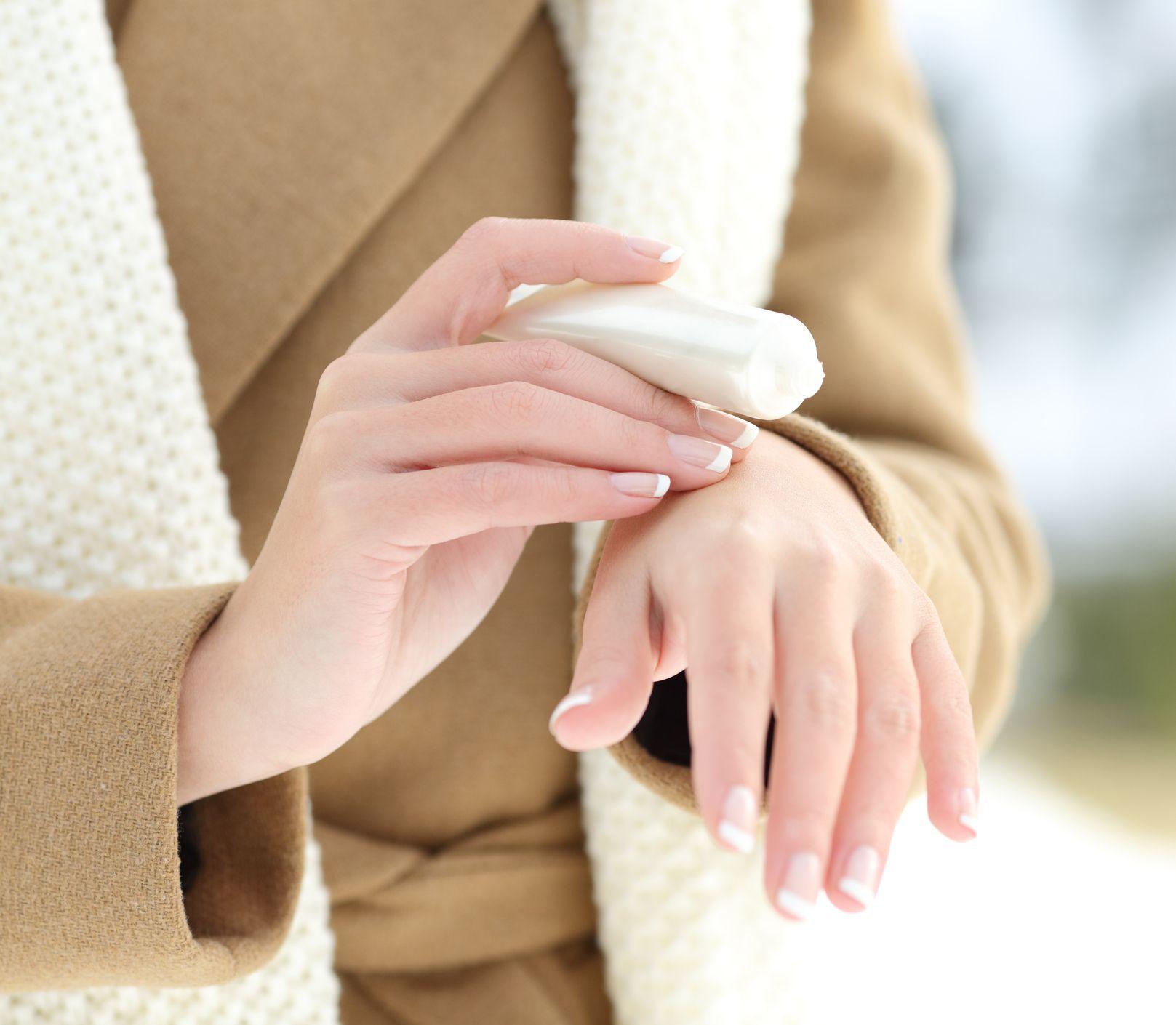 Suchá pokožka na rukách: Porazte chlad a prinavráťte jej stratený pôvab