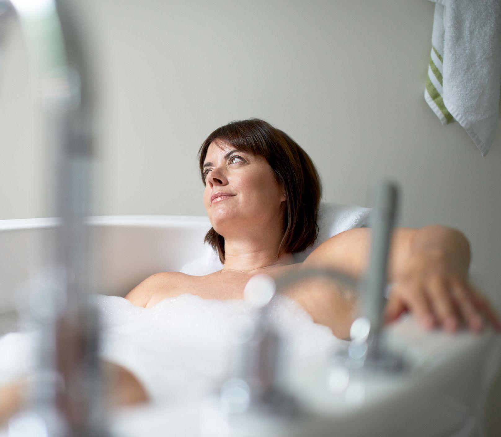 Voňavé oleje pomôžu zrelaxovať aj upokojiť: Ktoré z nich vyskúšať do kúpeľa?