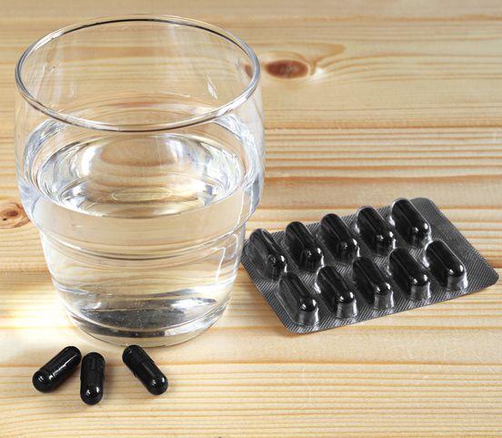 Čierne uhlie na biele zuby: Zlepšuje trávenie, pomáha aj pri iných ťažkostiach