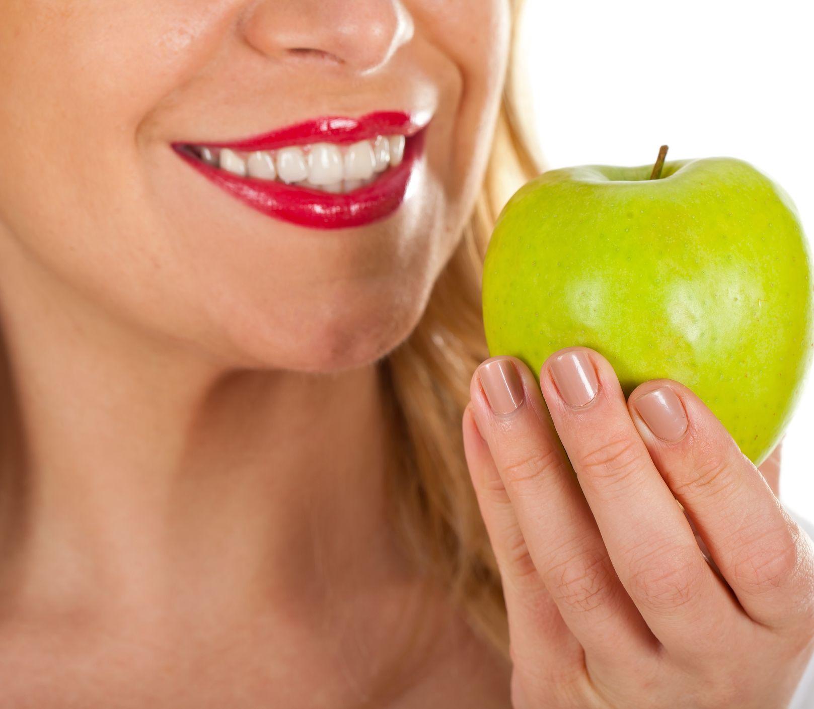 Zuby žiarivé ako perličky: Ide to aj bez bielenia!