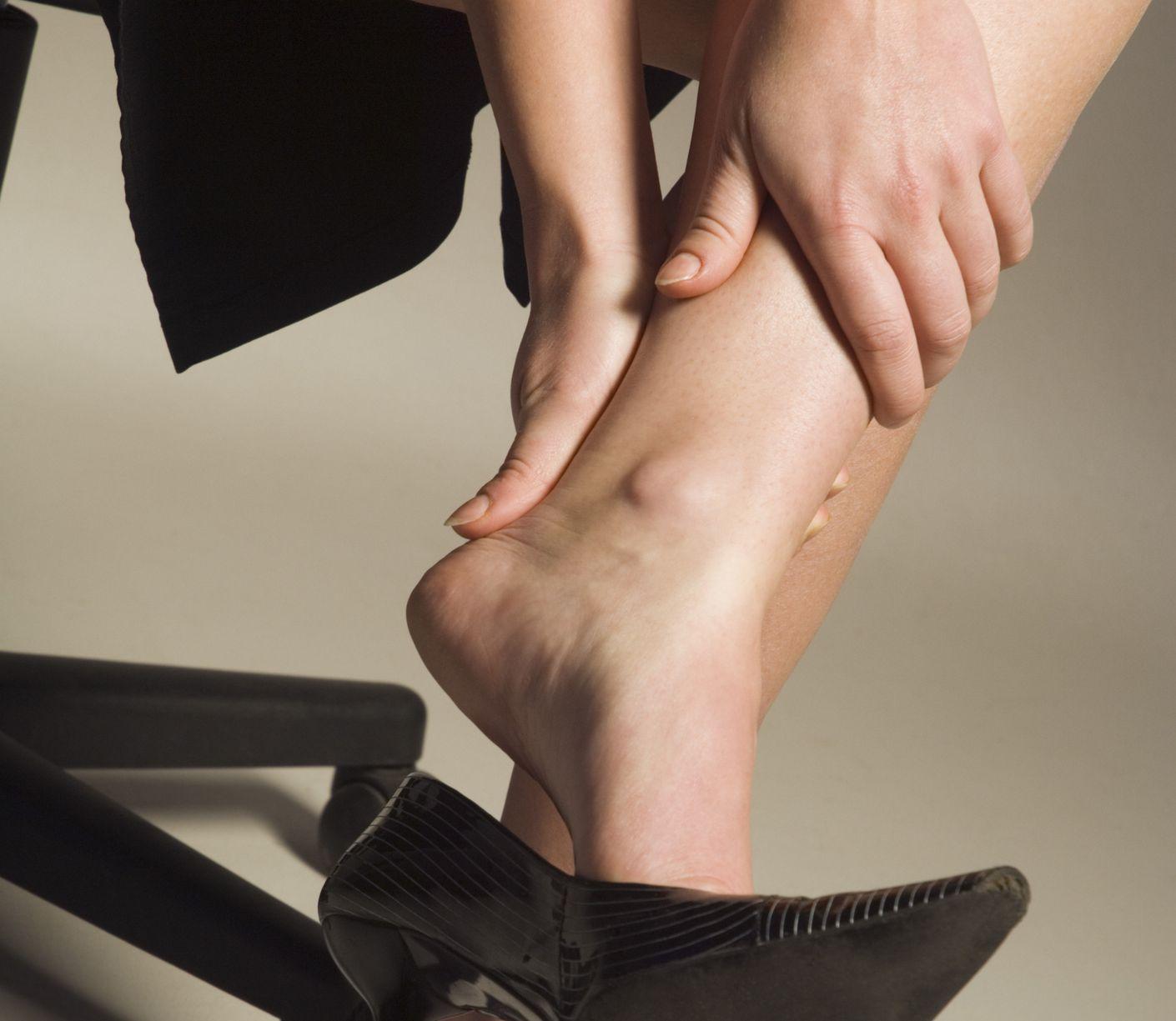 Máte chodidlá opuchnuté ako balóny? Tú sú možné dôvody aj riešenia