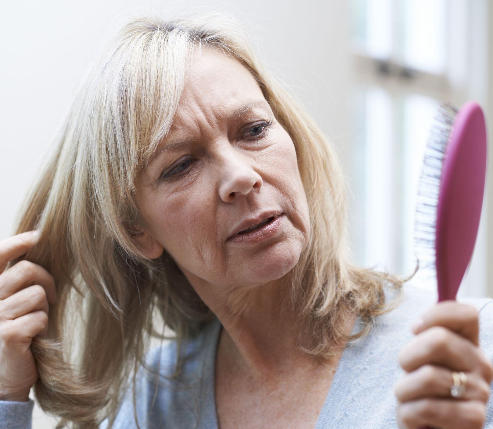 Trápi vás náhle vypadávanie vlasov? Vieme, ako ho zastavíte