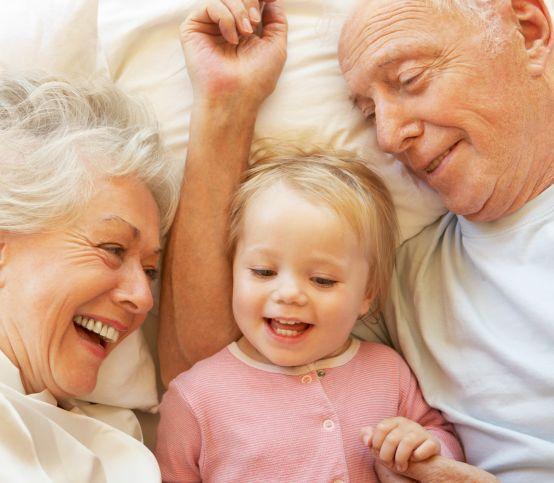 Keď sa blíži prvé vnúčatko: Na čo všetko sa treba pripraviť?
