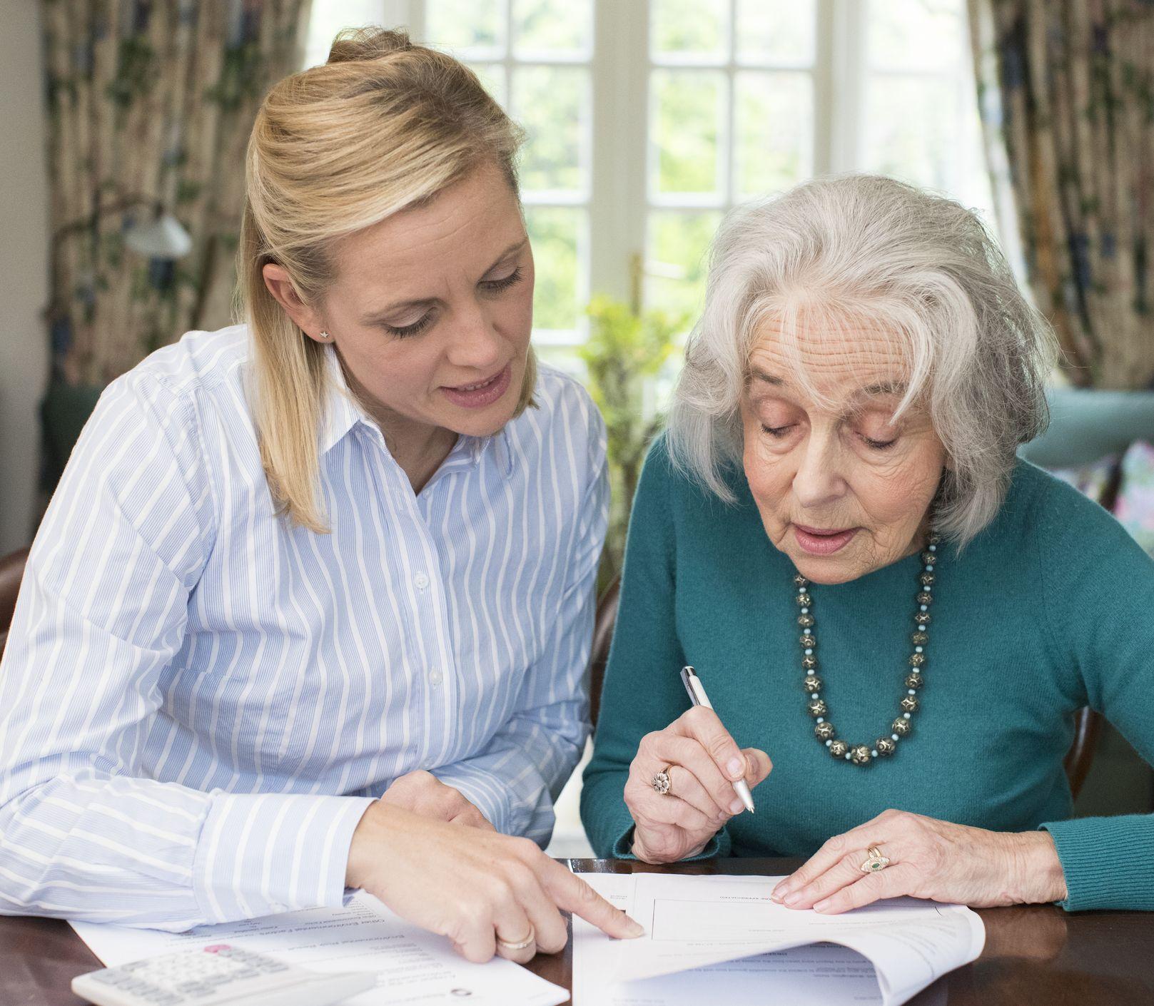 Ako sa starať o starnúcich rodičov? Skúste na nich dohliadnuť aj na diaľku