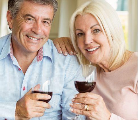 Predĺžte si život s nápojom bohov: V čom všetkom vám víno prospieva?