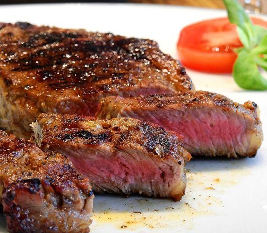 Nedeľný obed po novom: Nahraďte rezne steakmi a koláč raw tortou