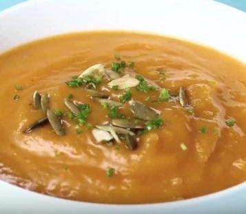 VIDEOTIP Krásne krémová a veľmi chutná: Vyskúšajte tekvicovú polievku bez smotany