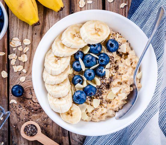 Ovsené vločky: Chutné raňajky, ktoré vám dodajú energiu!