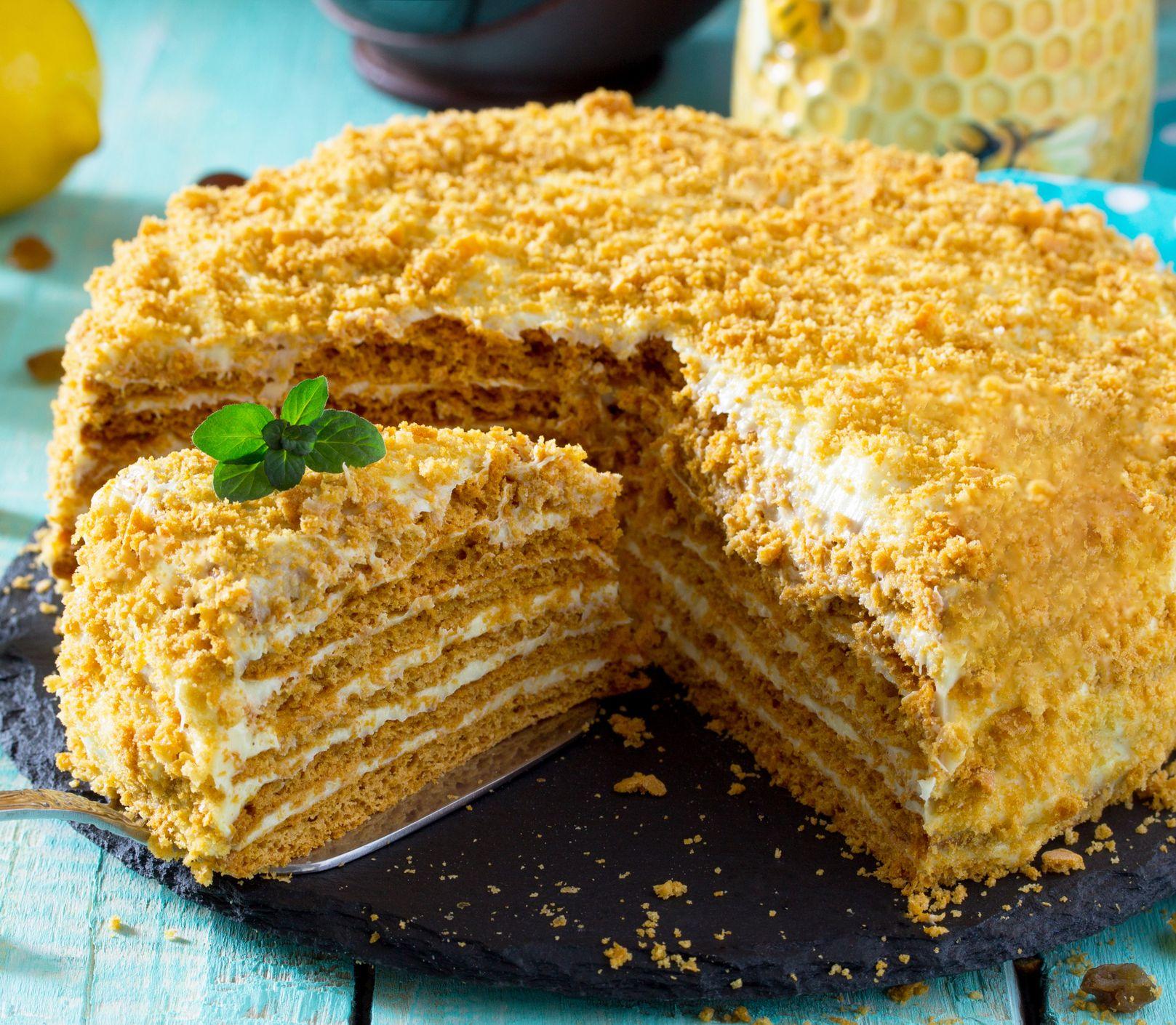 """Domáca """"Marlenka"""" na tri spôsoby: Vyskúšajte pripraviť chutnú medovú tortu"""