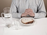 """Gastroenterológ o populárnej """"očiste čriev"""": Omyl, ktorý v tele rozpúta bakteriálnu vojnu"""