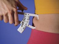 Vypite tento nápoj pred ôsmou hodinou ráno: Zlikviduje tuk v najproblematickejšej časti tela!