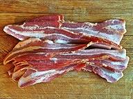 Mastná pochúťka opäť prekvapuje: Ďalšie liečivé vlastnosti slaniny odhalené!