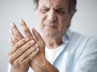 Nepríjemný pocit, ktorý zažil takmer každý: Mravčenie v rukách ako nebezpečný problém?