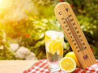 Ako by mal vyzerať pitný režim počas horúčav? Tieto nápoje sa nerátajú!