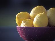 Chrípková sezóna je predo dvermi: Ako z citróna vyťažiť maximum pre naše zdravie?
